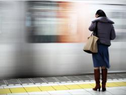 blur-motion-train